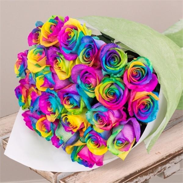 25 радужных роз в крафте