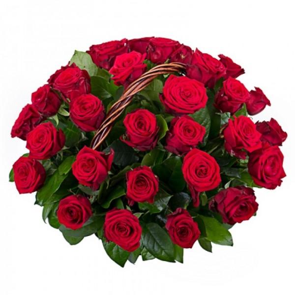 45 красных роз в корзине