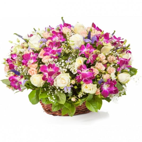 Большая корзина из роз и орхидей